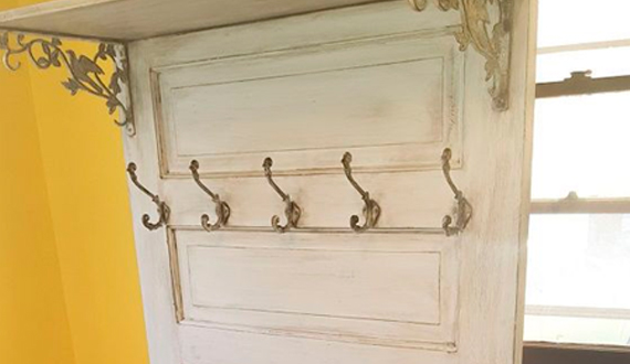 Вешалка дверь