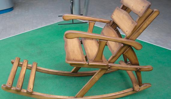 Оригинальное кресло-качалка