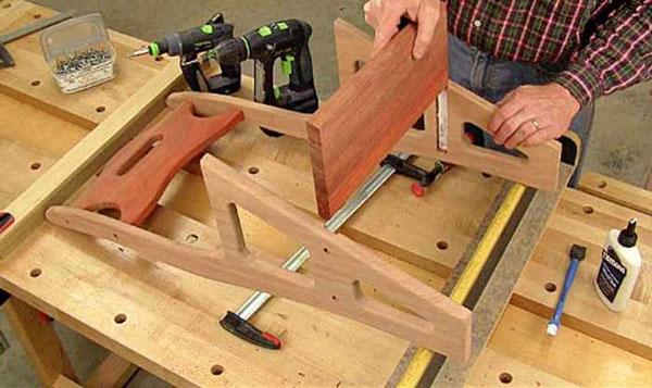 Фото обработки стула стремянки фрезером