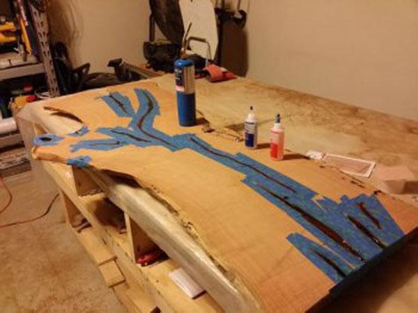 Фото обработки стола из спилов дерева