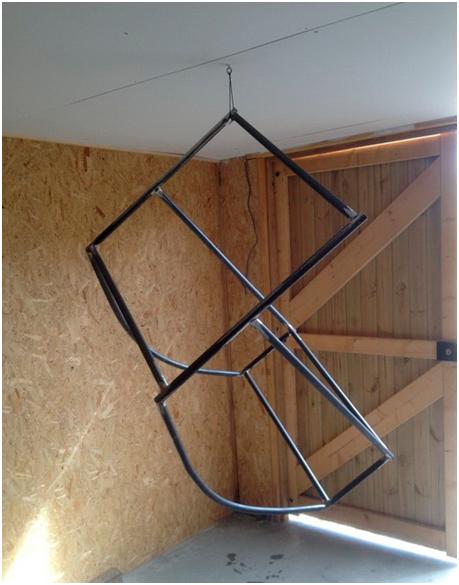 Кресло из металлических труб