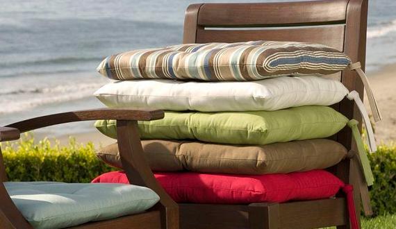 Подушки на стуле