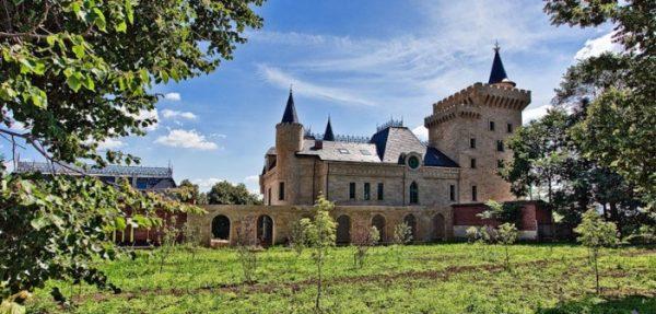 Заглянем в замок Пугачевой и Галкина