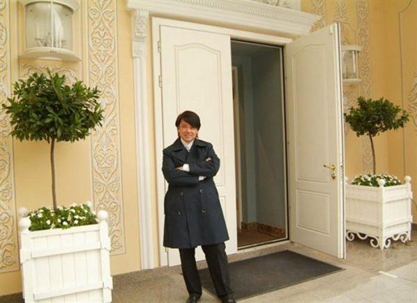 Роскошный особняк Валентина Юдашкина в Переделкино