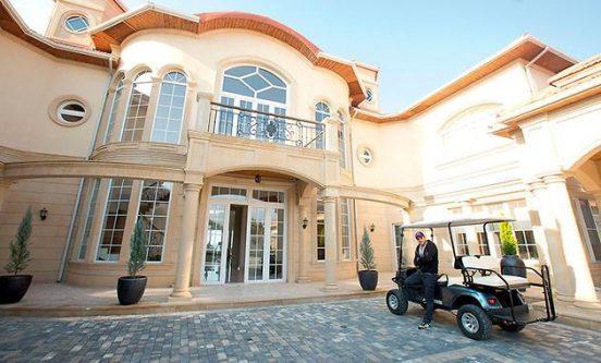 Как выглядят роскошные дома и квартиры Эмина Агаларова
