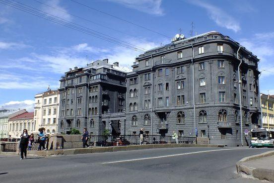 Как выглядит квартира Сергея Шнурова?