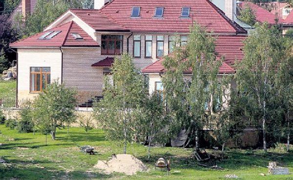 Роскошный дом Ларисы Долиной