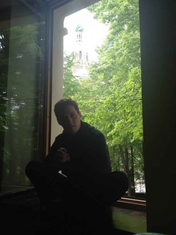 Где живет Павел Дуров?