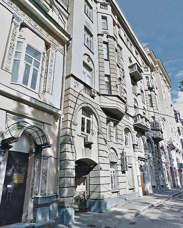 Где сейчас живет Армен Джигарханян