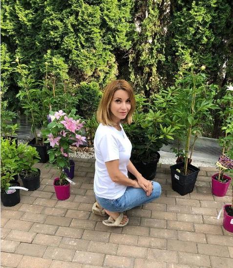 Завидный особняк: Ольга Орлова похвасталась красивым двухэтажным домом, где она заботится о бездомных собаках и кошках