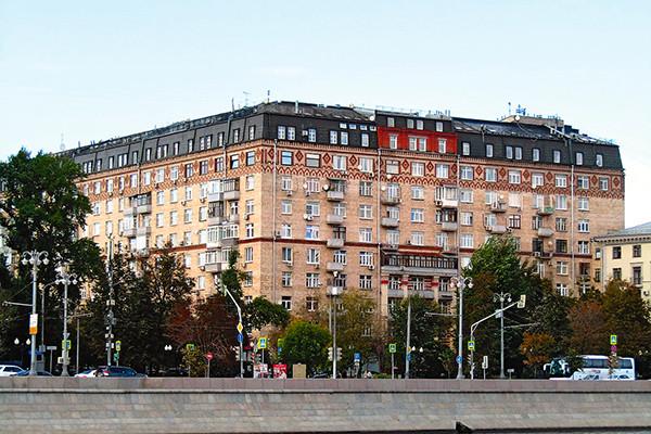 Как выглядит квартира Олега Меньшикова