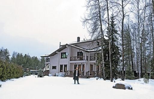 Как выглядит дом Светланы Сургановой