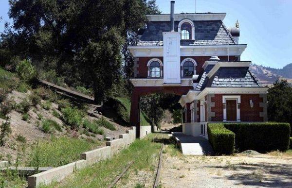 Где жил король поп-музыки Майкл Джексон