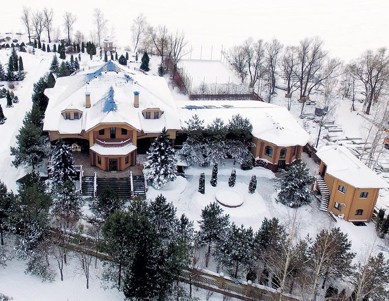 Филипп Киркоров показал свой роскошный дом Ксении Собчак
