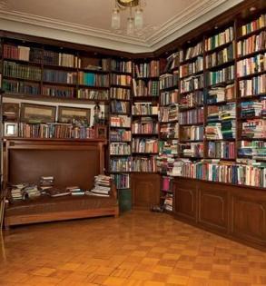 Как выглядит роскошная квартира телеведущей Елены Ханги