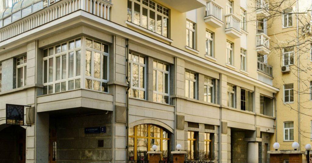 Как выглядит дом председателя правления Пенсионного фонда РФ Антона Дроздова