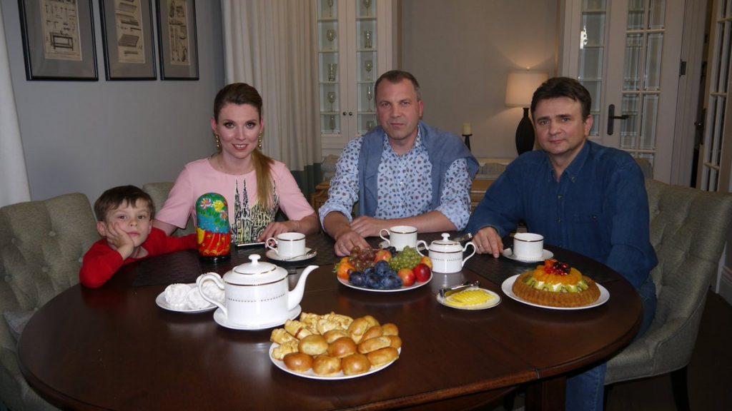 Где живут журналисты Евгений Попов и Ольга Скабеева