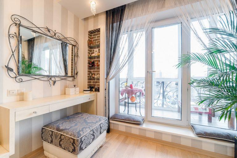 Интерьер комнаты Машкова и французские окна