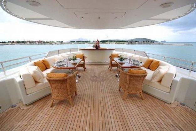 Диваны, кресла, столики на яхте