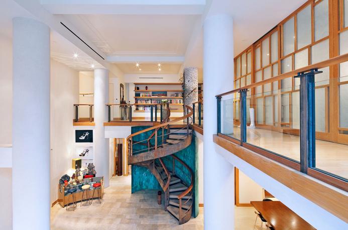 Гостиная и лестница в доме Киры Найтли