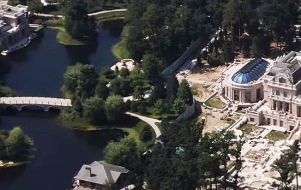 Дом самого богатого человека Украины Рината Ахметова