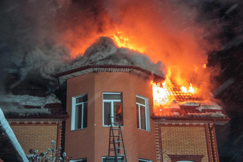 Назвали самую большую опасность для загородных домов в России