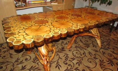 Фото оригинального стола из спила дерева
