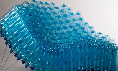 Кресло из бутылок