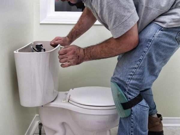 Как устранить течь в унитазе после смыва