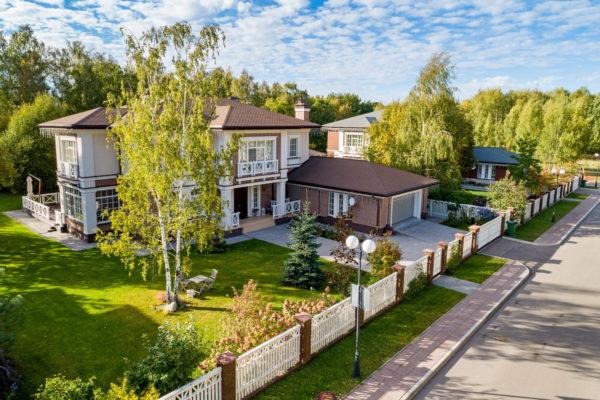 Фото домов знаменитостей на Рублевке