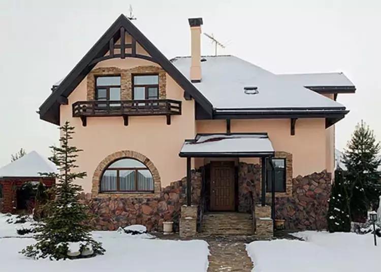 Интерьер в стиле альпийского шале в доме Шуры