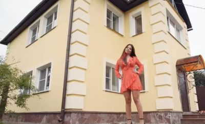 epatazhnaya-byanka-i-ee-shikarnyj-zagorodnyj-dom