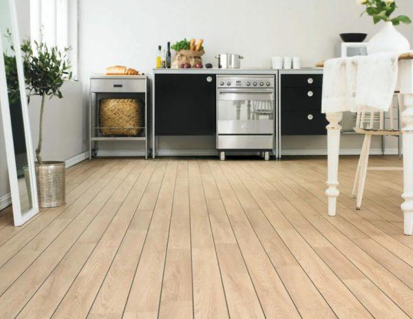 Стоит ли использовать водостойкий ламинат на кухне