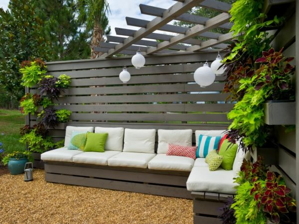 20 лучших идей как обустроить территорию во дворе дома