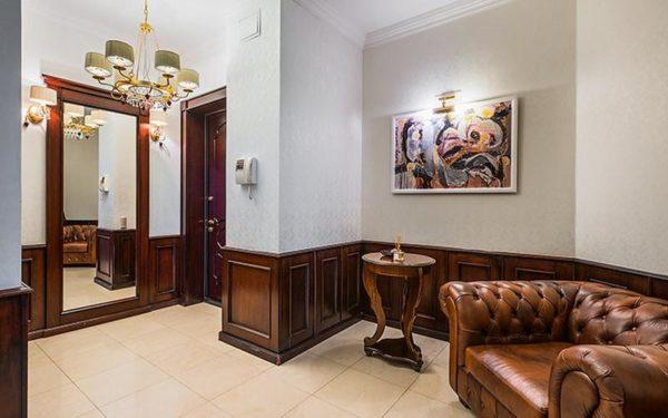 Белые колонны и классика в интерьере квартиры Дианы Ходаковской