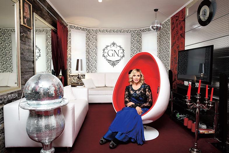 Наталья Гулькина и ее двухкомнатная квартира с богатым интерьером