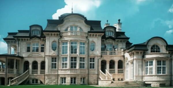 Фото дома Михаила Мишустина снаружи и внутри