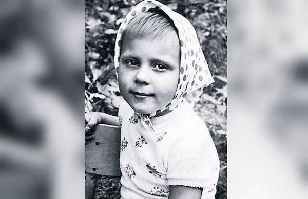 Яна Троянова: краткая биография, роли и фото квартиры