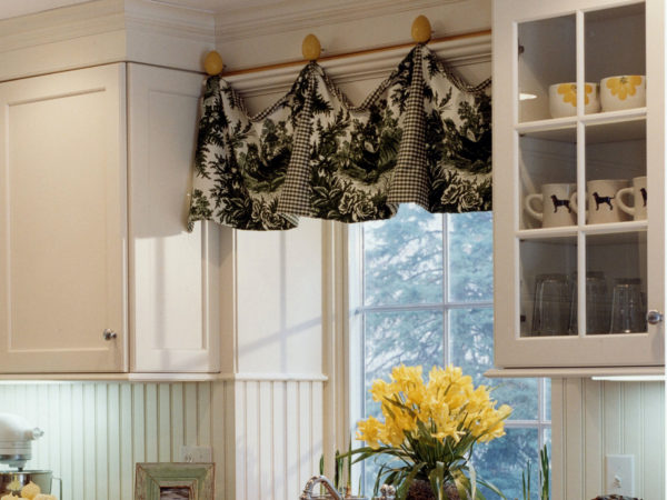 Как подобрать шторы на кухню по цветовой гамме